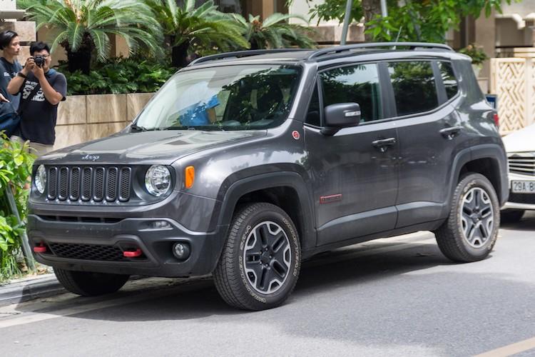 "Xe SUV ""sieu re"" Jeep Renegade tai Ha Noi"