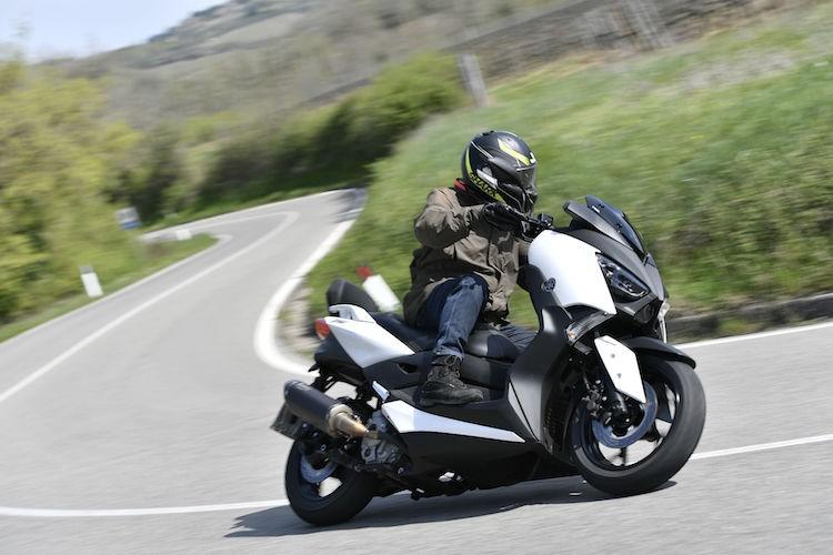 "Xe ga Yamaha X-Max 400 ""chot gia"" 163 trieu dong"