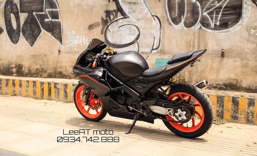 Tho Viet do Honda NSR150 thanh moto Kawasaki tien ty-Hinh-8