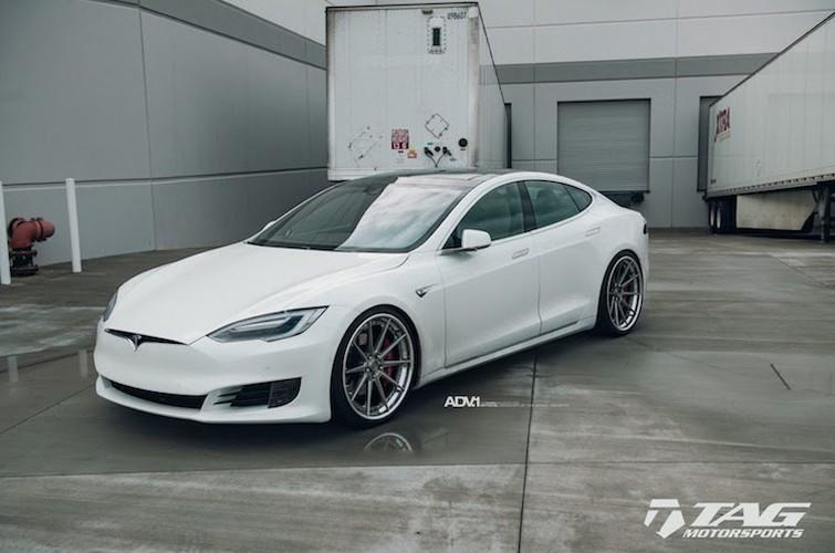 "Sieu xe dien Tesla Model S 3 ty do mam ""hang khung""-Hinh-4"