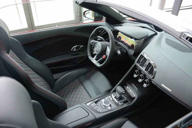 """Cham mat"" sieu xe Audi R8 Spyder Plus gia 5,2 ty-Hinh-4"