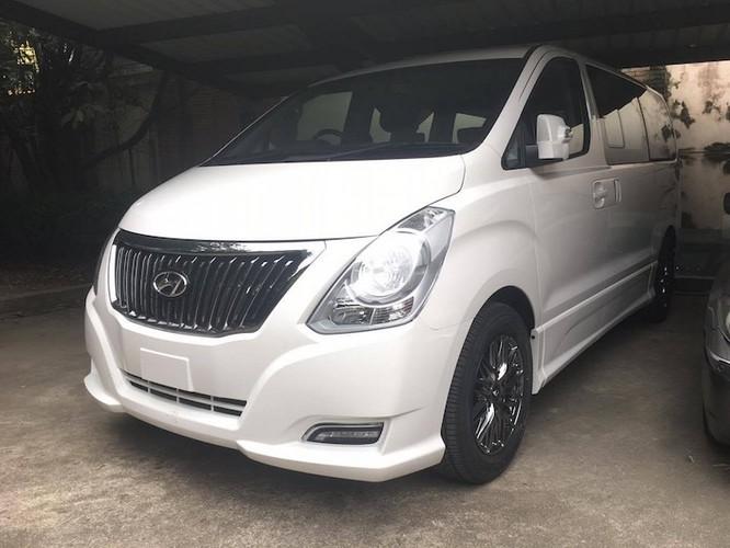 Minivan hang sang Hyundai H-1 Limited II gia 1,12 ty