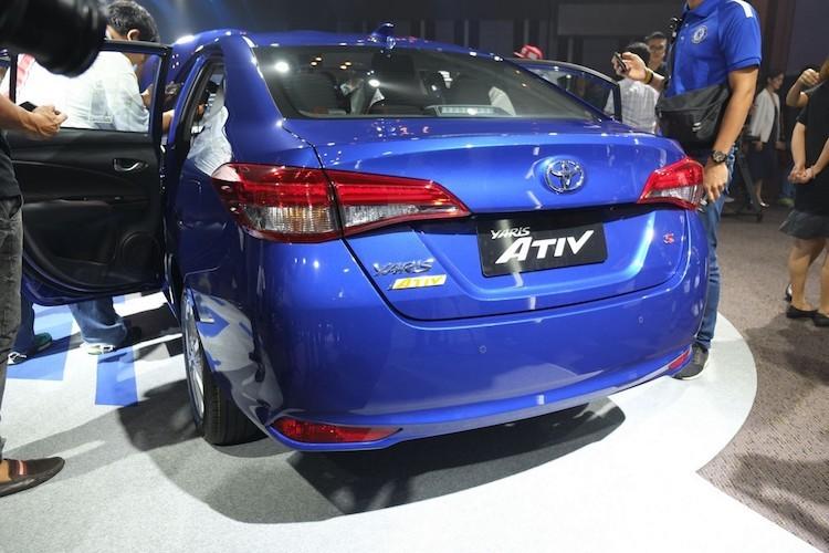 """Soi"" sedan Toyota Yaris Ativ re hon Vios gia chi 320 trieu-Hinh-3"