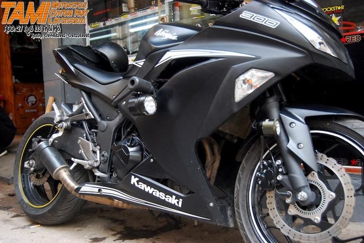 """Moto Kawasaki Ninja 300 do """"chan dai"""" Yamaha R6 tai Ha Noi-Hinh-5"""