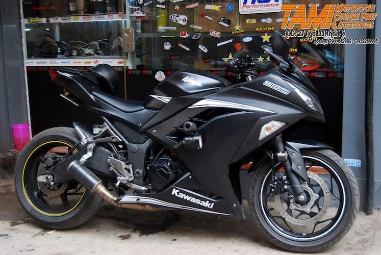 """Moto Kawasaki Ninja 300 do """"chan dai"""" Yamaha R6 tai Ha Noi"""