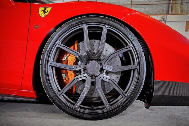 """""""Soi"""" sieu xe Ferrari 488 GTB do khung het 1 ty dong-Hinh-3"""
