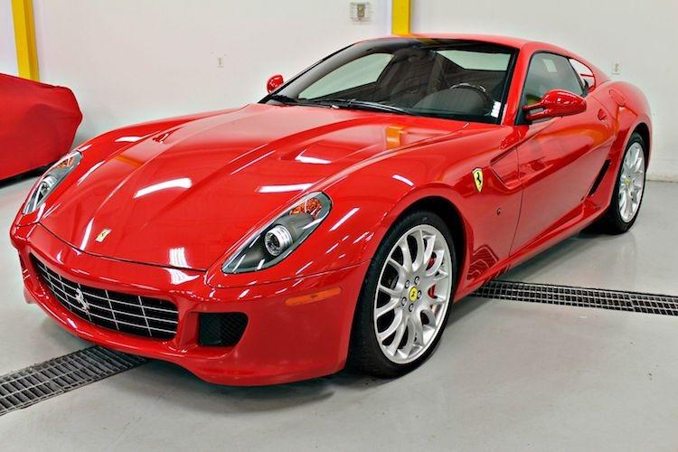 """Sieu xe Ferrari 599 GTB so san """"thet gia"""" toi 15 ty"""
