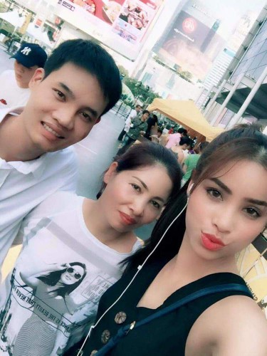 He lo cuoc song it biet cua em trai Hoa hau Pham Huong-Hinh-12