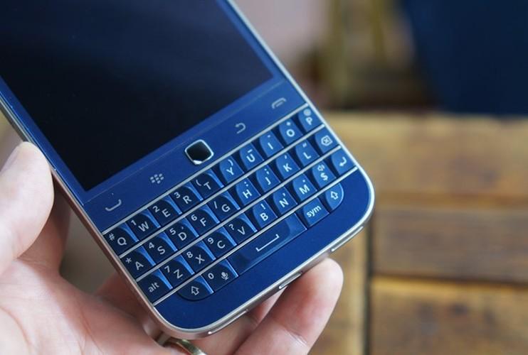 Can canh smartphone BlackBerry Classic mau xanh cuc doc o Viet Nam-Hinh-4
