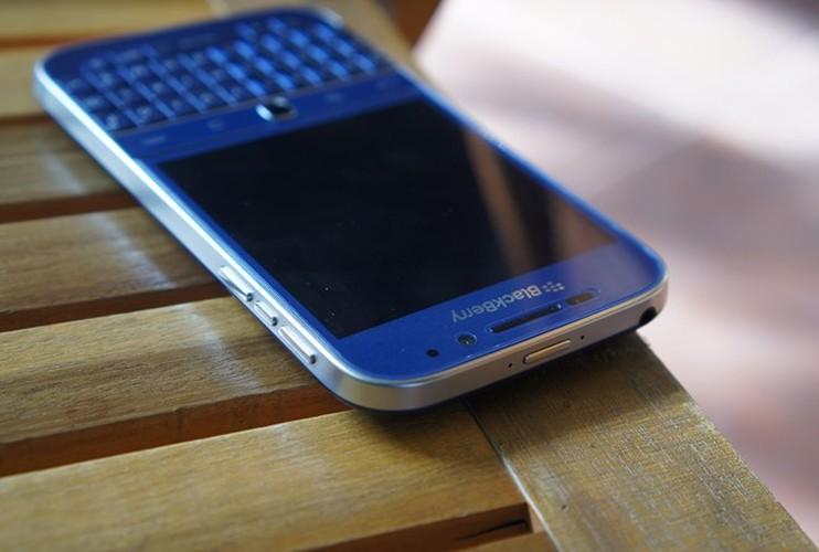 Can canh smartphone BlackBerry Classic mau xanh cuc doc o Viet Nam-Hinh-6