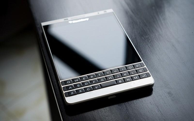 Soi ti mi dien thoai BlackBerry Passport ban moi dep nhu mo