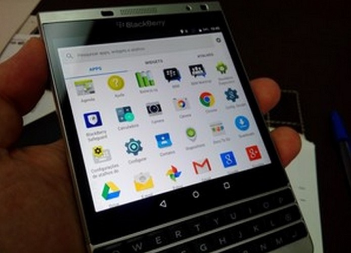 Bat ngo voi hinh anh BlackBerry Passport Silver Edition chay Android-Hinh-2