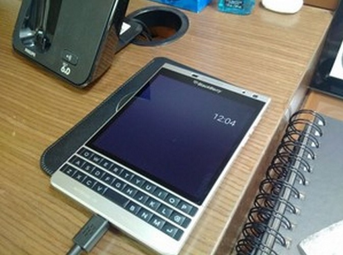Bat ngo voi hinh anh BlackBerry Passport Silver Edition chay Android-Hinh-7