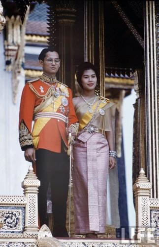 Anh hiem: Quoc vuong Thai Lan thoi tre tren tap chi Life (2)-Hinh-2