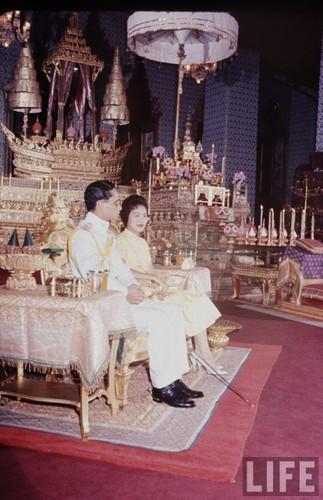Anh hiem: Quoc vuong Thai Lan thoi tre tren tap chi Life (2)-Hinh-7