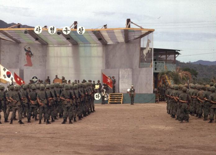 Chien tranh Viet Nam trong loat anh cua Phillip Kemp (1)-Hinh-15
