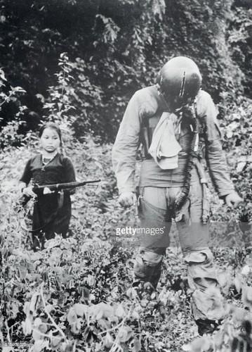 Phu nu Viet thoi chien qua anh phong vien quoc te (1)-Hinh-11