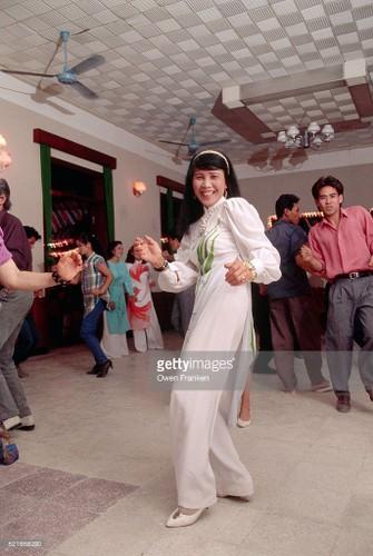 Boi hoi ngam anh than thuong ve Ha Noi nhung nam 1990-Hinh-7