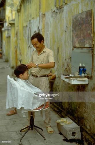 Boi hoi ngam anh than thuong ve Ha Noi nhung nam 1990