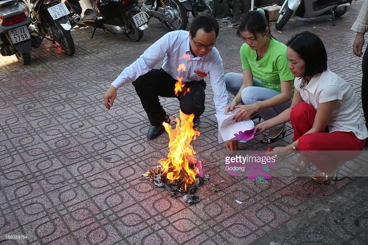 Anh than thuong ve Tet Viet trong ong kinh phong vien Tay-Hinh-6