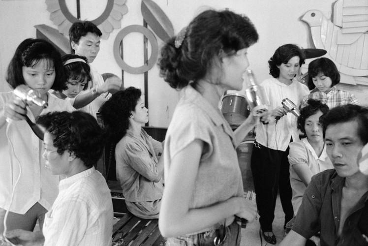 Anh kho quen ve Sai Gon nam 1990 cua John Vink (2)-Hinh-10