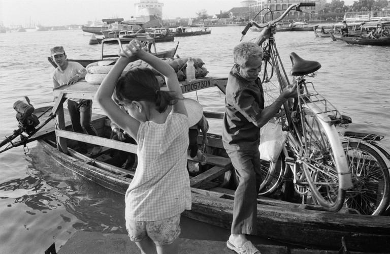 Anh kho quen ve Sai Gon nam 1990 cua John Vink (2)-Hinh-14