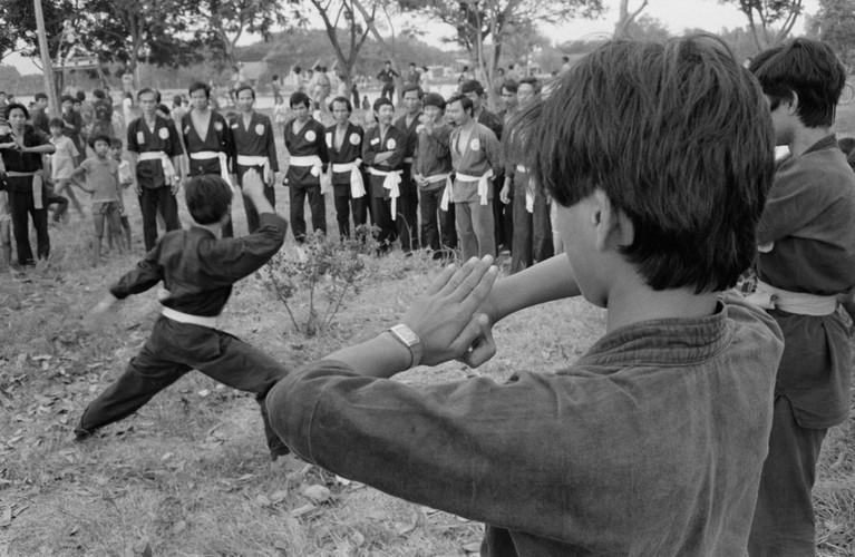 Anh kho quen ve Sai Gon nam 1990 cua John Vink (2)-Hinh-19