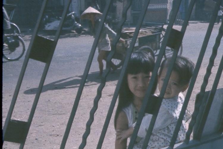 Sai Gon nam 1963 - 1964 trong anh cua Jack Waer (2)-Hinh-13