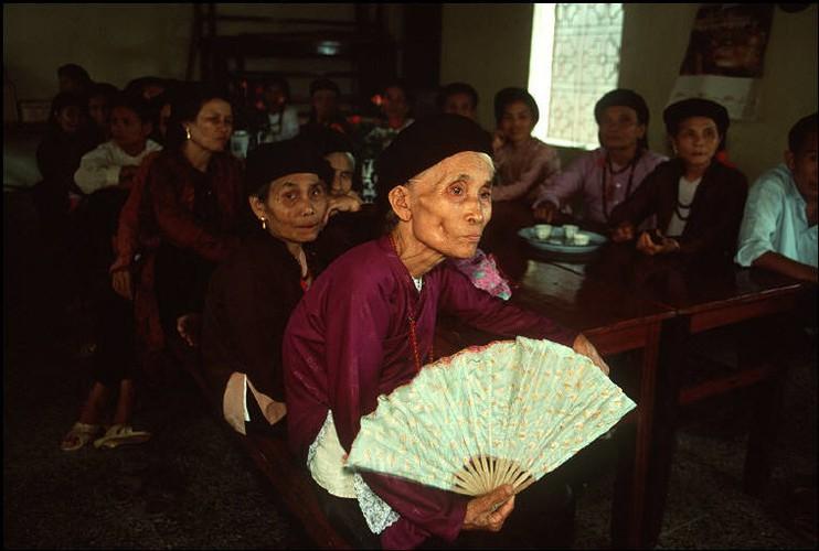Anh cuc chat ve Ha Noi nam 1994-1995 cua Bruno Barbey (2)-Hinh-11