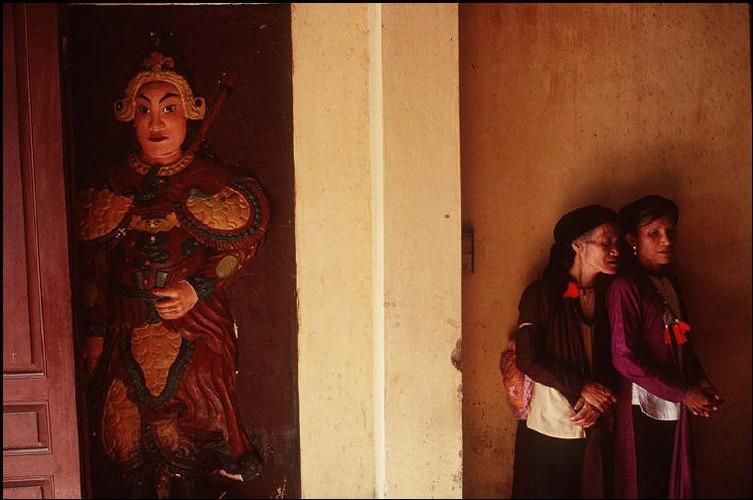 Anh cuc chat ve Ha Noi nam 1994-1995 cua Bruno Barbey (2)-Hinh-9