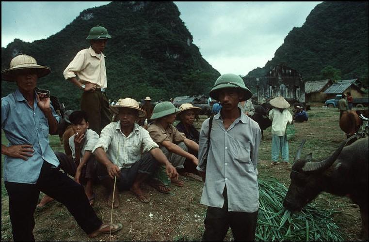 Anh doc ve sac mau cuoc song o Cao Bang nam 1994-1995 (2)-Hinh-10