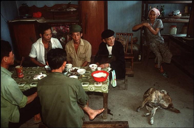 Anh doc ve sac mau cuoc song o Cao Bang nam 1994-1995 (2)-Hinh-17