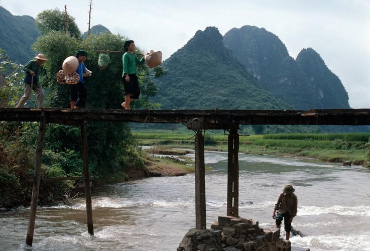 Anh doc ve sac mau cuoc song o Cao Bang nam 1994-1995 (2)-Hinh-3