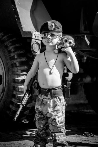 Lang nguoi bo anh tai hien chien tranh Viet Nam bang tre em-Hinh-11