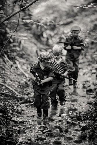 Lang nguoi bo anh tai hien chien tranh Viet Nam bang tre em-Hinh-17