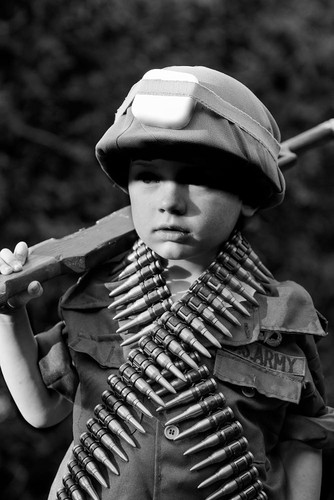 Lang nguoi bo anh tai hien chien tranh Viet Nam bang tre em-Hinh-8