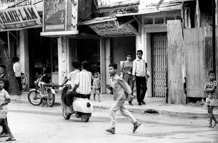 Anh song dong ve duong pho Nha Trang nam 1968-Hinh-2