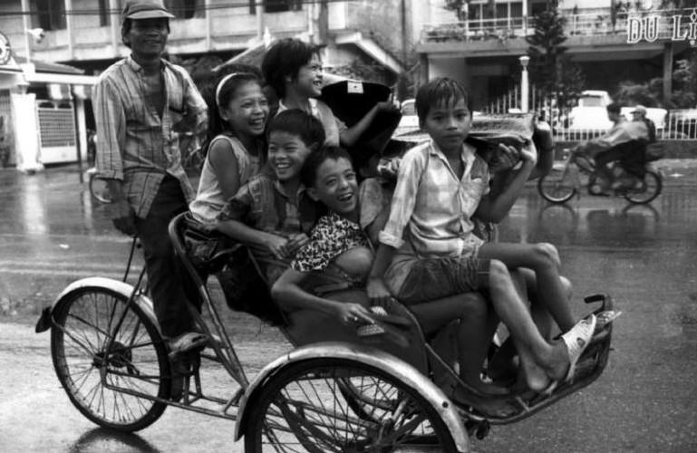 Hinh anh khong the quen ve tre em Viet Nam nam 1993 (1)-Hinh-2