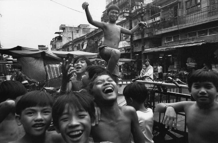 Hinh anh khong the quen ve tre em Viet Nam nam 1993 (1)-Hinh-3