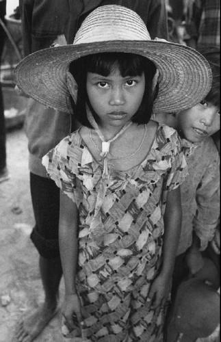 Hinh anh khong the quen ve tre em Viet Nam nam 1993 (1)-Hinh-7