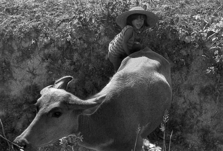 Hinh anh khong the quen ve tre em Viet Nam nam 1993 (1)-Hinh-9