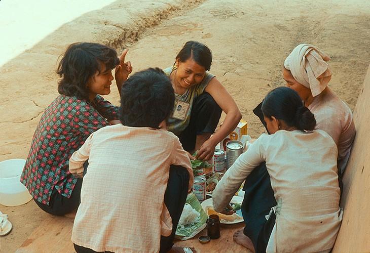 Loat anh day tuong phan ve phu nu Sai Gon truoc 1975-Hinh-5