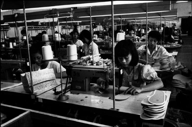 Cuoc song o Cho Lon nam 1991 qua anh Patrick Zachmann (2)-Hinh-2