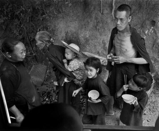 Can canh cuoc song cua nguoi ngheo o Hong Kong nam 1952 (1)