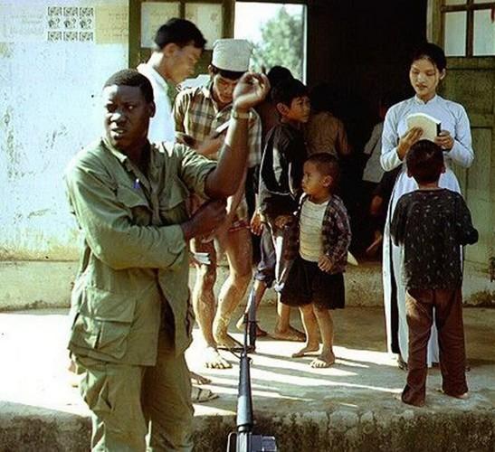 Anh doi thuong hiem co ve Hue va Quang Tri nam 1967-Hinh-5