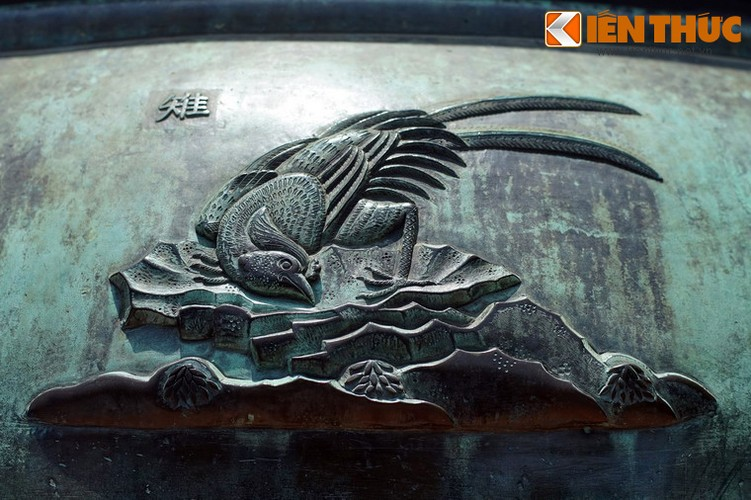Giai ma tron bo hinh tuong Cuu Dinh Nha Nguyen: Cao dinh-Hinh-8