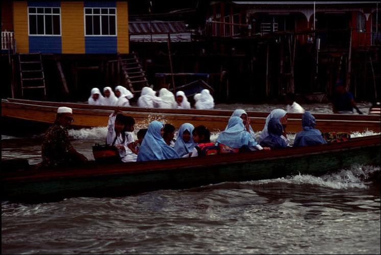 Cuoc song o Brunei nam 1992 qua ong kinh nguoi Nga (2)-Hinh-10