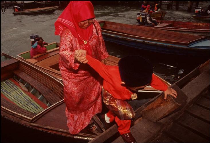 Cuoc song o Brunei nam 1992 qua ong kinh nguoi Nga (2)-Hinh-11