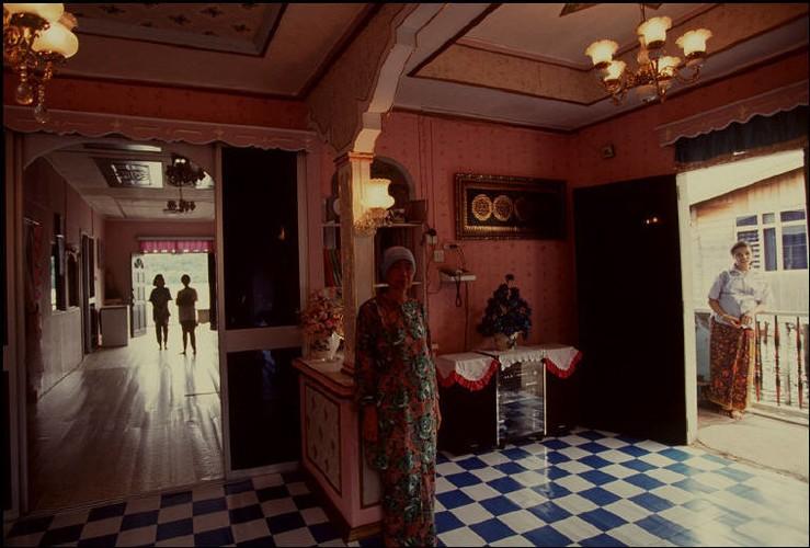 Cuoc song o Brunei nam 1992 qua ong kinh nguoi Nga (2)-Hinh-2