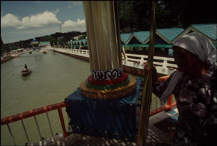 Cuoc song o Brunei nam 1992 qua ong kinh nguoi Nga (2)-Hinh-9